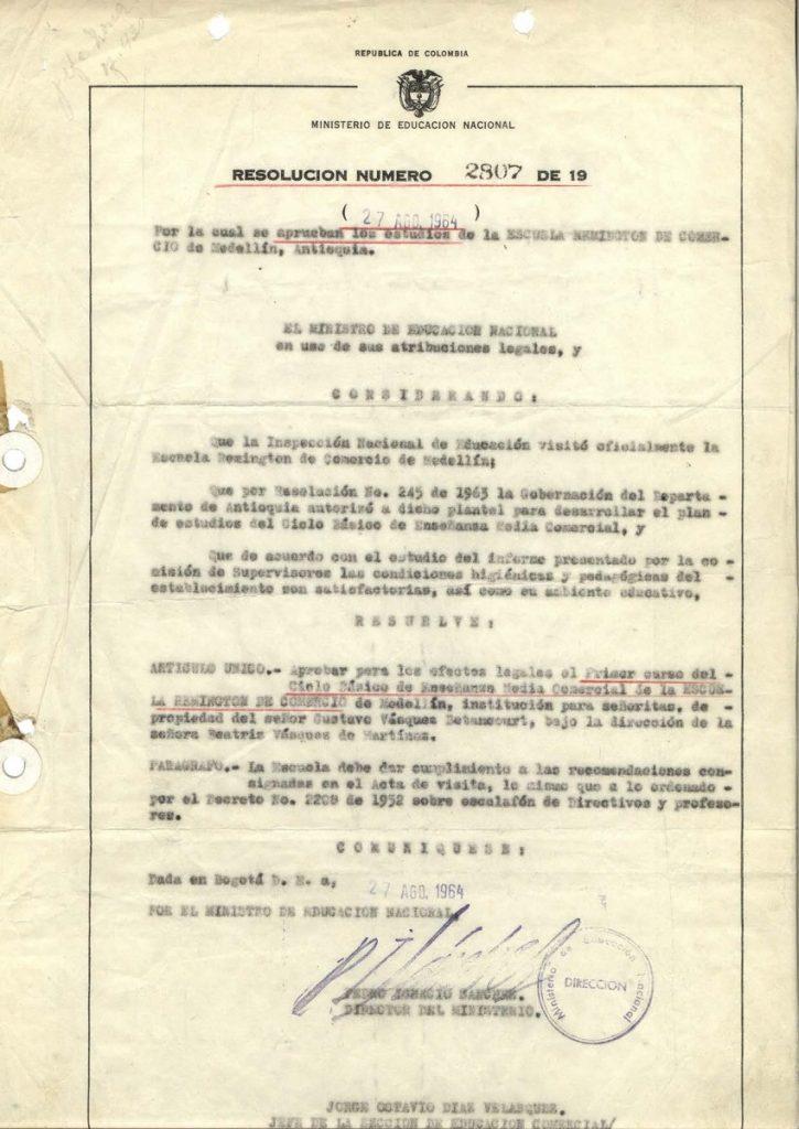 La Escuela obtiene la aprobación oficial de su bachillerato técnico comercial, requerida por el Decreto 2117 de agosto de 1962 (Resolución 2807 del 28 de agosto de 1964).